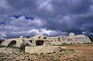 10/06/98 - CAUSSE MEJEAN - LOZERE - FRANCE - UTOPIX. Maison sur le Causse MEJEAN - Photo  Jerome CHABANNE