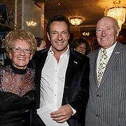 NLD/Amsterdam/20150202 - Willeke Alberti 70 jaar, Gerard Joling met zijn moeder Janny en haar partner