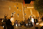 Every night, the place in front of the Castillet is a meeting place for VISA participants.