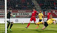 Fotball , 12. april 2014 , ENSCHEDE - FC Twente - Roda JC,  Voetbal Ere Divisie , seizoen 2013-2014 , 12-04-2014  , stadion Grolsch Veste ,  FC Twente speler Torgeir Børven (m) scoort de 1-0 en Roda speler Timo Letschert (r) komt te laat.<br /> <br /> Norway only