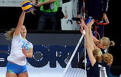 28-09-2015 NED: Volleyball European Championship Polen - Slovenie, Apeldoorn<br /> Polen wint met 3-0 van Slovenie / Monika Potokar #16