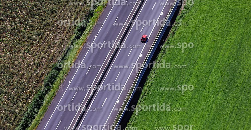 THEMENBILD, Luftaufnahme eines Kraftfahrzeuges auf der Murtal Schnellstrasse (S36), aufgenommen am 06. September 2015, Spielberg, Österreich // Aerial view of a car on the Murtal motorway (S36), Spielberg, Austria on 2015/09/06. EXPA Pictures © 2015, PhotoCredit: EXPA/ JFK