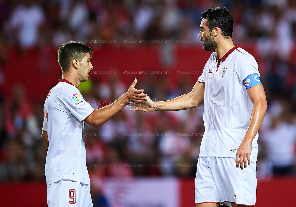 SEVILLE, SPAIN - SEPTEMBER 20:  Luciano Vietto of Sevilla FC (L) shakes hands with Vicente Iborra of Sevilla FC (R) during the match between Sevilla FC vs Real Betis Balompie as part of La Liga at Estadio Ramon Sanchez Pizjuan on September 20, 2016 in Seville, Spain.  (Photo by Aitor Alcalde Colomer/Getty Images)