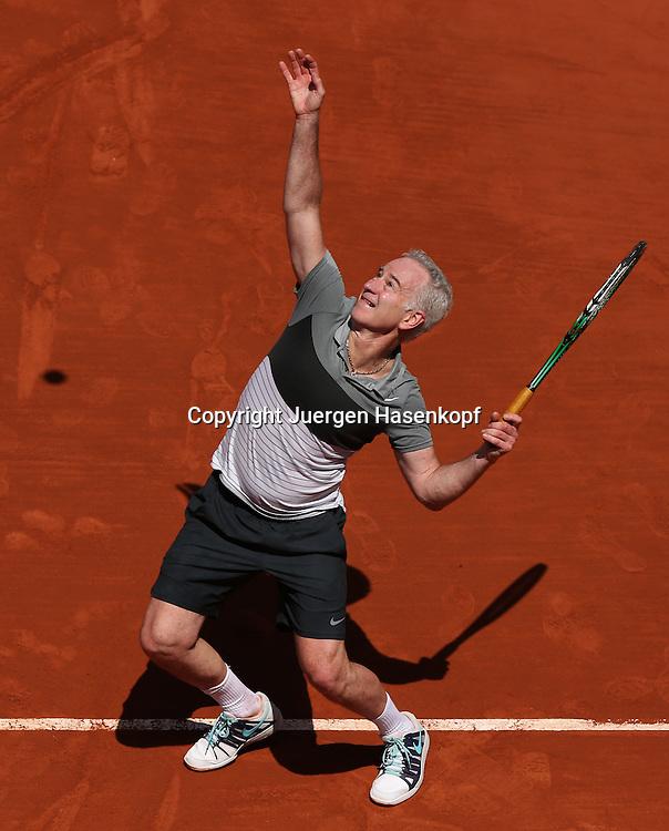 French Open 2014, Roland Garros,Paris,ITF Grand Slam Tennis Tournament,Tennis Legenden Spiel,<br /> John McEnroe (USA),Aktion,Aufschlag,Einzelbild, Ganzkoerper,Hochformat,<br /> von oben,