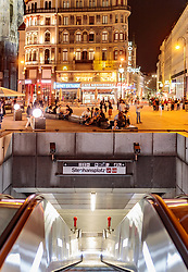 THEMENBILD - Blick in die U Bahn Station Stephansplatz mit den umliegenden Gebäuden, aufgenommen am 03. Juli 2017, Wien, Österreich // View down into the subway station Stephansplatz with the surrounding buildings, Vienna, Austria on 2017/07/03. EXPA Pictures © 2017, PhotoCredit: EXPA/ JFK