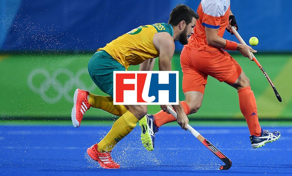 Australia's Matt Gohdes (L) vies with Netherland's Sander Baart during the men's quarterfinal field hockey Netherlands vs Australia match of the Rio 2016 Olympics Games at the Olympic Hockey Centre in Rio de Janeiro on August 14, 2016. / AFP / MANAN VATSYAYANA        (Photo credit should read MANAN VATSYAYANA/AFP/Getty Images)