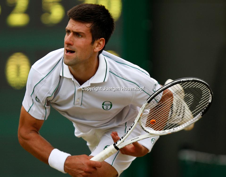 Wimbledon 2010,Sport, Tennis, ITF Grand Slam Tournament, Novak Djokovic (SRB),..Foto: Juergen Hasenkopf..