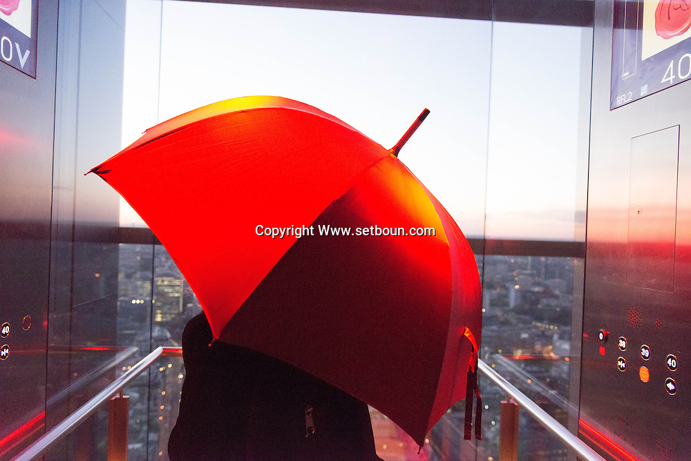 London. UK  the Duck and wafle resturant in the Heron tower has a panoramic view on London cityscape from the 40th floor of the heron tower / Londres .  Grande Bretagne