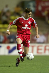 MONACO, FRANCE - Friday, August 24, 2001: Bayern Munich's Owen Hargreaves in action against Liverpool during the UEFA Super Cup Final at the Stade Louis II. (Pic by David Rawcliffe/Propaganda)