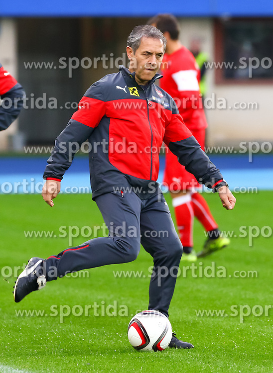 07.10.2015, Ernst Happel Stadion, Wien, AUT, UEFA Euro 2016 Qualifikation, Training Österreich für die Spiele gegen Montenegro und Liechtenstein, im Bild Trainer Marcel Koller (AUT)// during an Austrian training session for the UEFA EURO 2016 qualifier group G matches against Montenegro and Liechtenstein at the Ernst Happel Stadion, Vienna, Austria on 2015/10/07. EXPA Pictures © 2015 PhotoCredit: EXPA/ Sebastian Pucher