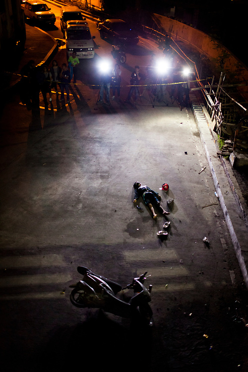 A dead body is seen at a crime scene in Mueller Del Rio.  It was reported that the man resisted arrest and fought back.  A gun is found within his reach.<br />