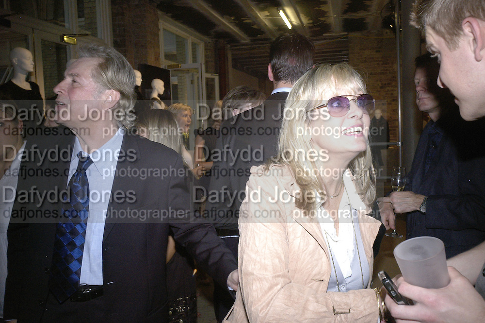 Leigh Lawson and Twiggy, M and S private preview. No 1 Covent Garden Piazza. 24 May 2007.  -DO NOT ARCHIVE-© Copyright Photograph by Dafydd Jones. 248 Clapham Rd. London SW9 0PZ. Tel 0207 820 0771. www.dafjones.com.