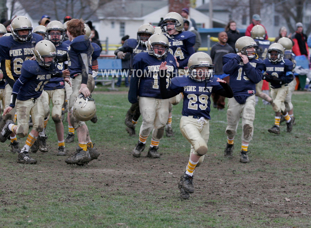 Middletown, NY - Middletown plays Pine Bush Gold in an Orange County Youth Football League Division 2 semifinal game at Watts Park in Middletown on Nov. 16, 2008.