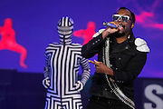 NEW YORK - MARCH 10:  Singer Will.i.am of the Black Eyed Peas perform live at the Samsung Times Square Concert with THE BLACK EYED PEAS at Times Square on March 10, 2010 in New York City.  (Photo by Joe Kohen/Getty Images for Samsung)