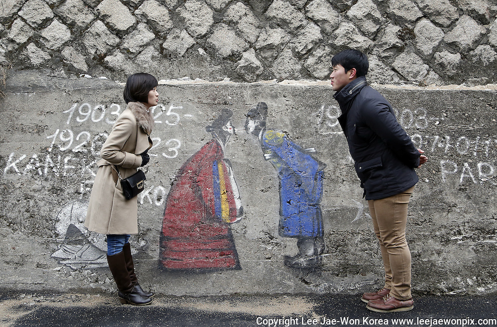 A couple in Samcheongdong, Seoul. / Lee Jae-Won