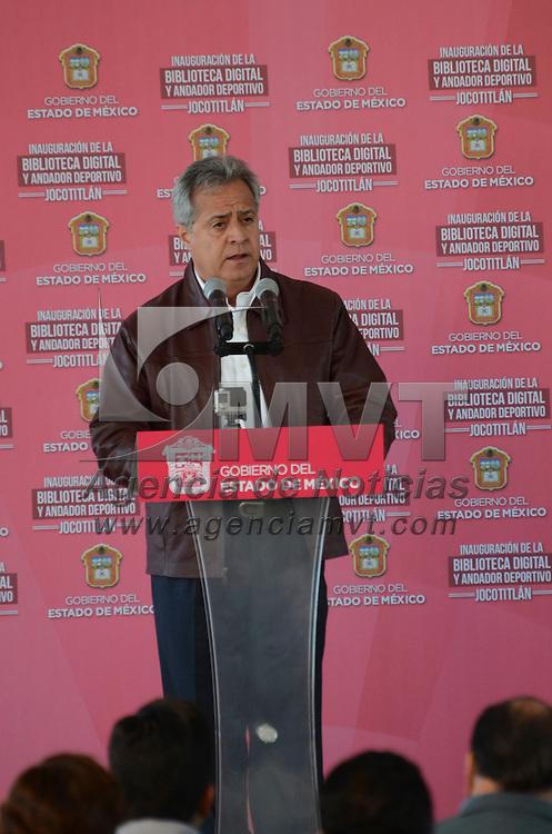 Jocotitlán, Méx.- Simón Iván Villar Martínez, Secretario de Educación, durante la entrega de la Biblioteca Digital en el municipio de Jocotitlán. Agencia MVT / José Hernández