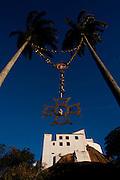 Vila Velha_ES, Brasil...Convento de Nossa Senhora da Penha em Vila Velha, Espirito Santo, construido em 1558. Na foto detalhe do terco com o convento ao fundo...Nossa Senhora da Penha convent in Vila Velha, Espirito Santo, this sanctuary was build in 1558. In this photo a chaplet detail with the convent in the background...Foto: LEO DRUMOND / NITRO