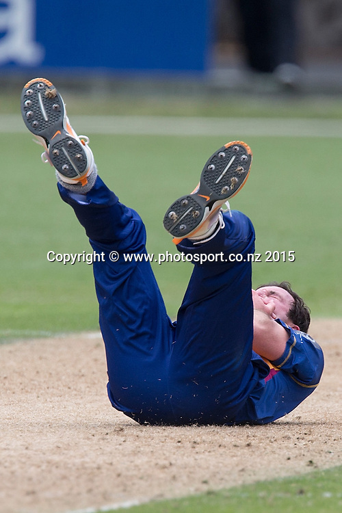 Volts` Bradley Scott is struck in the face by a ball hit by Aces` Tarun Nethula in the Auckland Aces v Otago Volts, One Day Ford Trophy Cricket Match, Eden Park, Auckland, New Zealand, Friday, January 02, 2015. Photo: David Rowland/Photosport