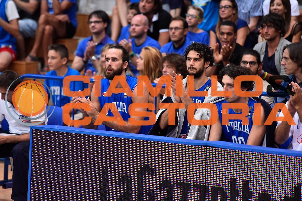 DESCRIZIONE : Trento Nazionale Italia Uomini Trentino Basket Cup Italia Austria Italy Austria <br /> GIOCATORE :Luigi Datome Amedeo Della Valle Luca Vitali<br /> CATEGORIA : Mani  Fair Play <br /> SQUADRA : Italia Italy<br /> EVENTO : Trentino Basket Cup<br /> GARA : Italia Austria Italy Austria<br /> DATA : 31/07/2015<br /> SPORT : Pallacanestro<br /> AUTORE : Agenzia Ciamillo-Castoria/GiulioCiamillo<br /> Galleria : FIP Nazionali 2015<br /> Fotonotizia : Trento Nazionale Italia Uomini Trentino Basket Cup Italia Austria Italy Austria