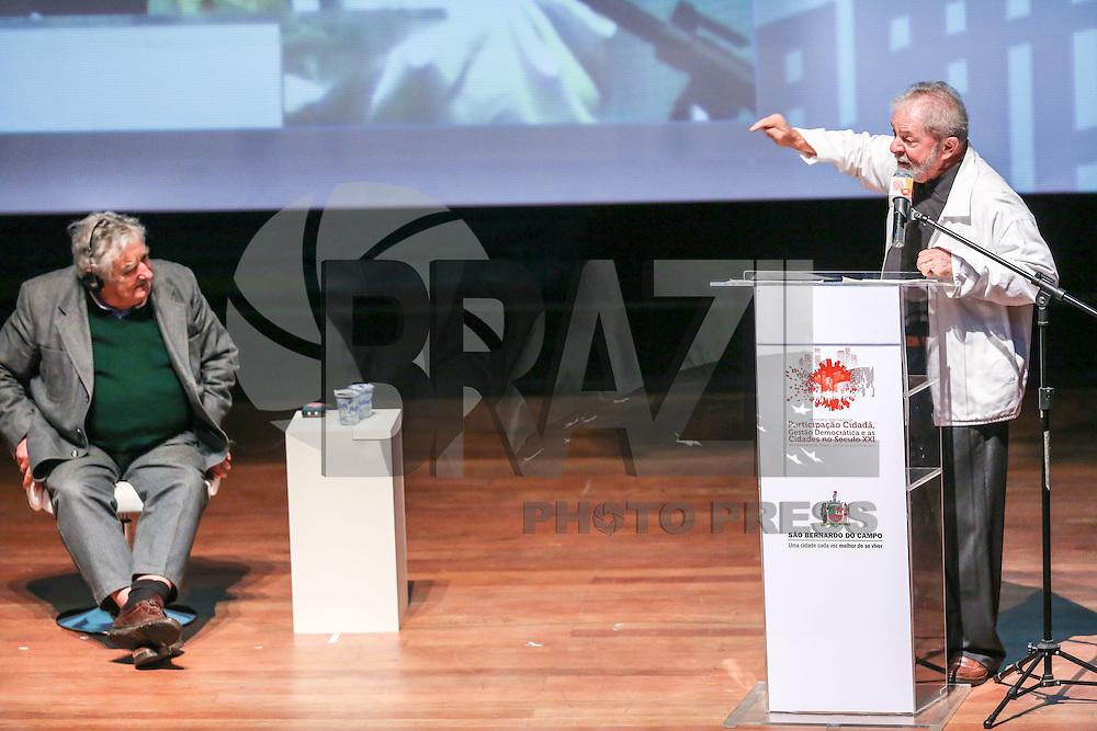 SÃO BERNARDO DO CAMPO,SP, 29.08.2015 - LULA-MUJICA - O ex-presidente Luiz Inácio Lula da Silva e o ex-presidente uruguaio, José Pepe Mujica durante Seminário Internacional Participação Cidadã, Gestão Democrática e as Cidades no Século XXI, no Cenforpe em São Bernardo do Campo neste sábado, 29. (Foto: William Volcov/Brazil Photo Press)