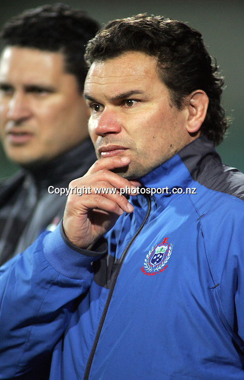 Head coach Michael Jones during the Samoa Captain's run at North Harbour Stadium, Auckland, New Zealand on Wednesday 7 June, 2006. Samoa will play the Junior All Blacks on Friday night in the IRB Pacific 5 Nations rugby match. Photo : Hannah Johnston/PHOTOSPORT<br />