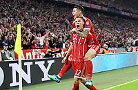 FUSSBALL CHAMPIONS LEAGUE SAISON 2017/2018 HALBFINALE HINSPIEL FC Bayern Muenchen - Real Madrid         25.04.2018 JUBEL FC Bayern Muenchen; Torschuetze zum 1-0 Joshua Kimmich (unten) und James Rodriguez