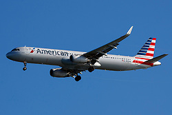 Airbus A321-231 (N139AN) operated by American Airlines on approach to San Francisco International Airport (SFO), San Francisco, California, United States of America