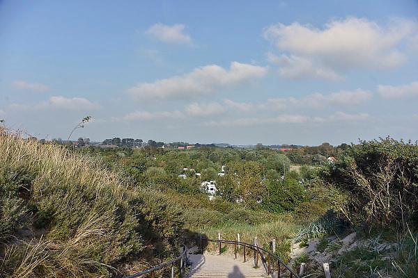 Nederland, Walcheren, Dishoek, 13-9-2014Vlak achter de duinen ligt een camping.FOTO: FLIP FRANSSEN/ HOLLANDSE HOOGTE