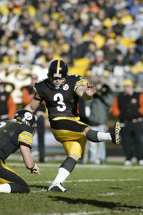 Kicker Jeff Reed of the Pittsburgh Steelers attempts an extra point during their 24-20 defeat to the Cincinnati Bengals on 11/30/2003. ©JC Ridley/NFL Photos.