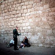 Border Patrol agents arresting a family that just crossed the border..Nogales, AZ.12/9/05.photos: Hector Emanuel