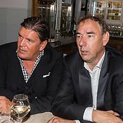 NLD/Laren/20160925 - Frank Masmeijer in Laren voor opname nieuw tv programma, Frank met Wouter de Wild