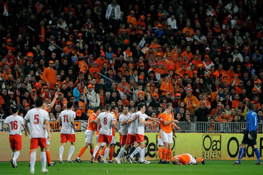 01-04-2009 VOETBAL: WK KWALIFICATIE NEDERLAND - MACEDONIE: AMSTERDAM<br /> Nederland wint met 4-0 van Macedonie / Opstootje met Nigel de Jong, Andre Ooijer en Gregory van der Wiel<br /> &copy;2009-WWW.FOTOHOOGENDOORN.NL