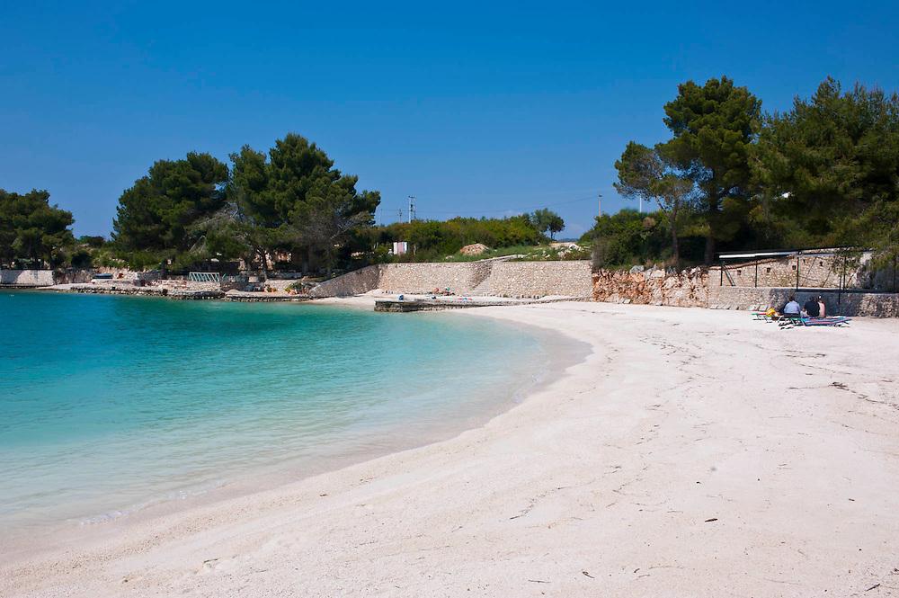 Weißer Sandstrand und türkises Wasser in Ksamil, Albanien,Balkan*White sand beach and turquoise water at Ksamil, Albania,Balkan