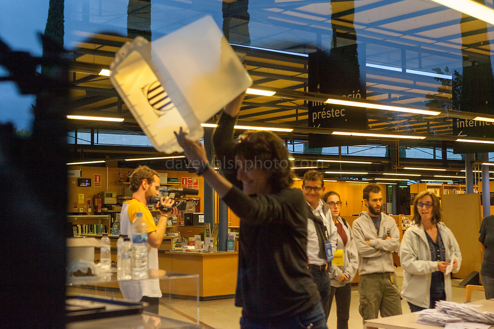 Election official displays empty ballot box as counting starts at Biblioteca Central Gabriel Ferrater, Sant Cugat del Valles, just outside Barcelona, Catalonia, for the Catalan Independence Referendum. <br /> October 1st 2017, Catalans voted in a binding referendum to decide whether the region should stay in Spain, or leave and become an independent Republic. The Madrid government of Mariano Rajoy sent thousands of extra police into Catalonia, brutally attacking around 10% of  voting centres and seizing ballot boxes, injuring nearly 1000 people in an effort to stop the vote. Despite the violence, there was turn turnout of well more than 42% with around 90% in favour of independence. Some 770,000 votes from an electorate of 5.5 million were stolen by police forces or unable to be cast because of raids.
