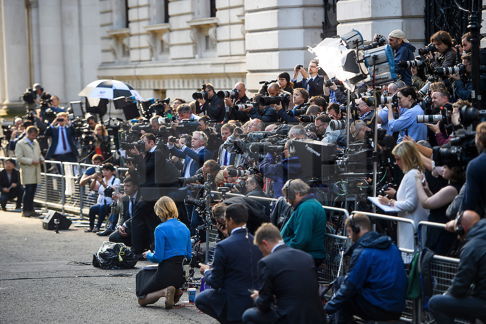 © Licensed to London News Pictures. 24/06/2016. London, UK. Media watch as British prime minister DAVID CAMERON delivers a resignation speech stood next to his wife, SAMANTHA CAMERON, on the day that the UK voted to leave the EU in a referendum. Photo credit: Ben Cawthra/LNP