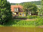 altes Haus an der Elbe, Pillnitz, Dresden, Sachsen, Deutschland.|.old house near river Elbe, Pillinitz, Dresden, Germany