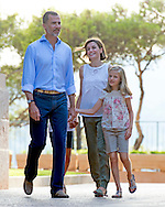 3-08-2015 - PALMA DE MALLORCA - King Felipe, Queen Letizia, Princess Leonor, Princess Sofia pose during the Photosession for the media at the Marivent Palace  during the holiday in Palma de Mallorca 2015  .COPYRIGHT ROBIN UTRECHT<br /> 2015/03/08 - PALMA DE MALLORCA - Koning Felipe, Koningin Letizia, Prinses Leonor, Princess Sofia poser tijden de fotosessie  voor de media bij het Marivent Paleis tijden de zomervakantie vakantie in Palma de Mallorca .COPYRIGHT ROBIN UTRECHT