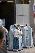 Nederland, The Netherlands, 16-7-2016Recreatie, ontspanning, cultuur, dans, theater en muziek in de binnenstad.Een van de tientallen feestlocaties in de stad. Onlosmakelijk met de vierdaagse, 4daagse, zijn in Nijmegen de vierdaagse feesten, de zomerfeesten. Talrijke podia staat een keur aan artiesten, voor elk wat wils. Een week lang elke avond komen ruim honderdduizend bezoekers naar de stad. De politie heeft inmiddels grote ervaring met het spreiden van de mensen, het zgn. crowd control. De vierdaagsefeesten zijn het grootste evenement van Nederland en verbonden met de wandelvierdaagse. Mobiele urinoirs worden dagelijks geleegd en de urine wordt gebruikt als duurzame meststof.Foto: Flip Franssen