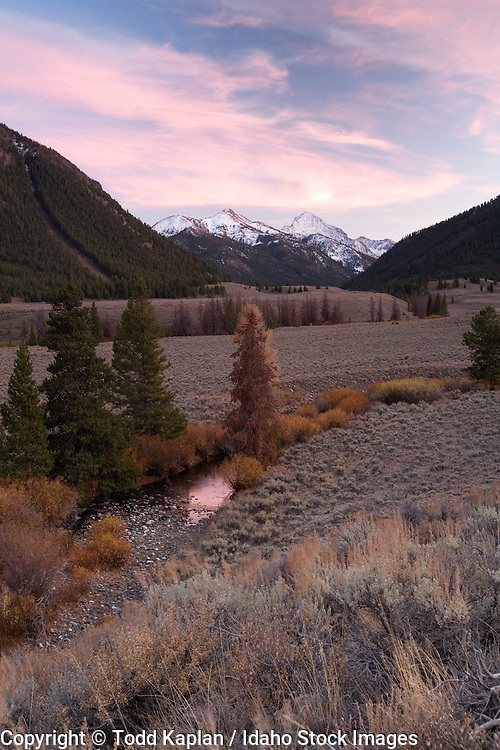Idaho, Pioneer Mountains, The Devil's Bedstead, summit Creek, Kane creek fall, light snow, sunset
