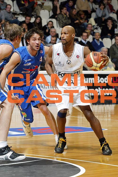 DESCRIZIONE : Bologna Lega A1 2007-08 La Fortezza Virtus Bologna Pierrel Capo Orlando <br /> GIOCATORE : Travis Best <br /> SQUADRA : VidiVici Virtus Bologna <br /> EVENTO : Campionato Lega A1 2007-2008 <br /> GARA : La Fortezza Virtus Bologna Pierrel Capo Orlando <br /> DATA : 06/01/2008 <br /> CATEGORIA : Palleggio <br /> SPORT : Pallacanestro <br /> AUTORE : Agenzia Ciamillo-Castoria/L.Villani <br /> Galleria : Lega Basket A1 2007-2008<br /> Fotonotizia : Bologna Campionato Italiano Lega A1 2007-2008 La Fortezza Virtus Bologna Pierrel Capo Orlando<br /> Predefinita :