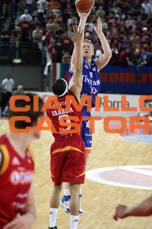 DESCRIZIONE : Roma Lega A1 2007-08 Playoff Quarti di finale Gara 1 Lottomatica Virtus Roma Tisettanta Cantu<br /> GIOCATORE : Povilas Cukinas<br /> SQUADRA : Tisettanta Cantu<br /> EVENTO : Campionato Lega A1 2007-2008 <br /> GARA : Lottomatica Virtus Roma Tisettanta Cantu<br /> DATA : 11/05/2008 <br /> CATEGORIA : tiro<br /> SPORT : Pallacanestro <br /> AUTORE : Agenzia Ciamillo-Castoria/E.Castoria<br /> Galleria : Lega Basket A1 2007-2008 <br /> Fotonotizia : Roma Campionato Italiano Lega A1 2007-2008 Playoff Quarti dI finale Gara 1 Lottomatica Virtus Roma Tisettanta Cantu<br /> Predefinita :