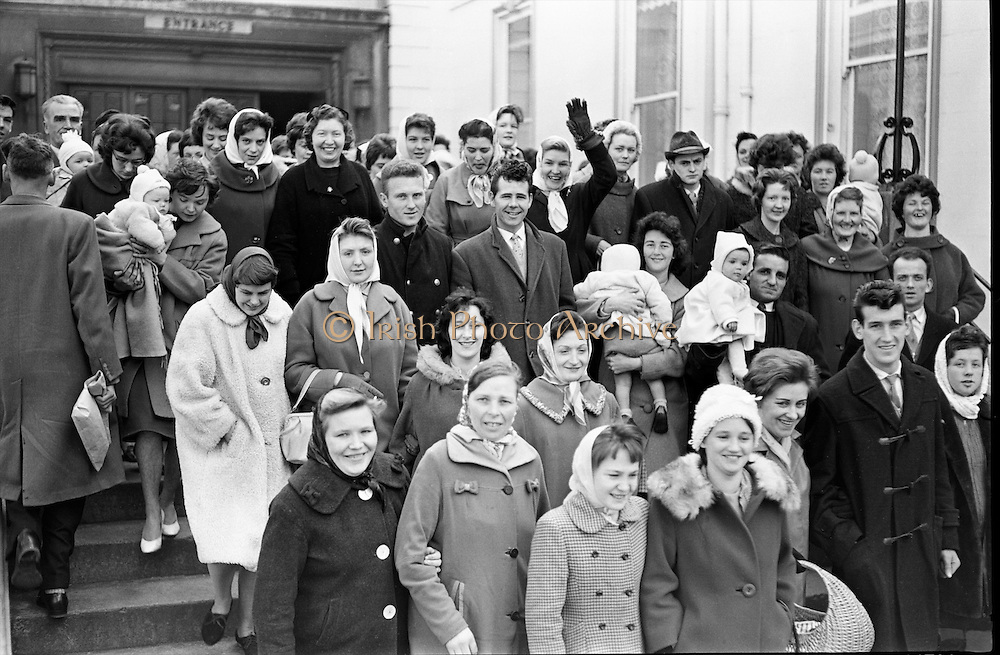 Some of the hundreds who turned up at the Mansion House for the annual draw for houses for newly-weds..06.04.1962