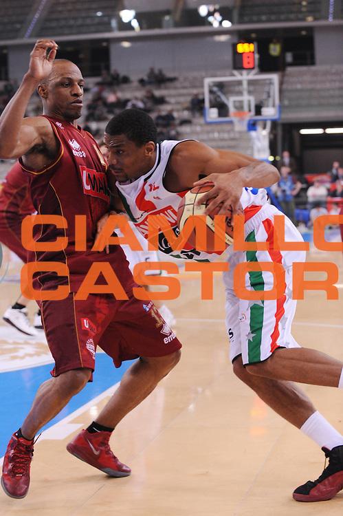 DESCRIZIONE : Torino Coppa Italia Final Eight 2012 Quarto Di Finale Scavolini Siviglia Pesaro Umana Venezia<br /> GIOCATORE : James White<br /> CATEGORIA : penetrazione<br /> SQUADRA : Scavolini Siviglia Pesaro <br /> EVENTO : Suisse Gas Basket Coppa Italia Final Eight 2012<br /> GARA : Scavolini Siviglia Pesaro Umana Venezia<br /> DATA : 17/02/2012<br /> SPORT : Pallacanestro<br /> AUTORE : Agenzia Ciamillo-Castoria/M.Marchi<br /> Galleria : Final Eight Coppa Italia 2012<br /> Fotonotizia : Torino Coppa Italia Final Eight 2012 Quarto Di Finale Scavolini Siviglia Pesaro Umana Venezia<br /> Predefinita :