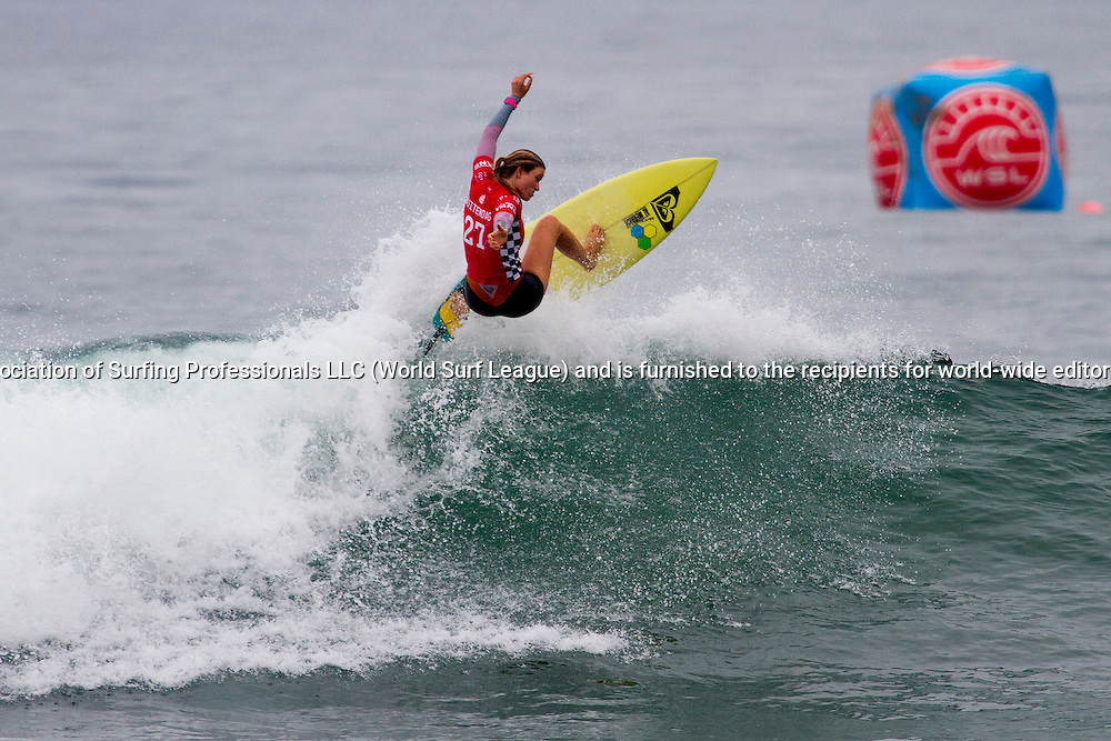 Bianca Buitendag (ZAF) won her second round heat today and has advanced into the third round at Vans U.S. Open of Surfing.