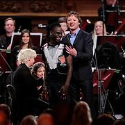 NLD/Haarlem/20121002- Opname AVRO's programma Maestro, presentator Frits Sissing en Kleine Viezerik