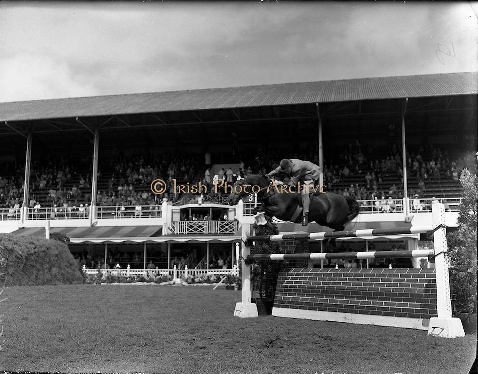 "05/08/1960<br /> 05/08/1960<br /> 05 August 1960<br /> R.D.S Horse Show Dublin (Friday). Children's Championship Junior Competition. Basil Forbes ""Tristan"", winner of the Children's Championship Junior Competition at the Horse Show, Ballsbridge, Dublin."