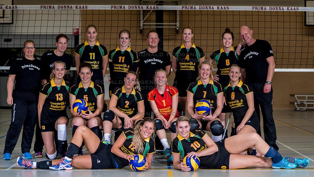 26-10-2017 NED: Teamfoto Prima Donna Kaas vrouwen, Huizen<br /> In de PDK arena van Huizen werden de vrouwen van Elroy Bezemer op de foto gezet. Lyanne Spittje #1 of PDK Huizen, Yara van Keeken #2 of PDK Huizen, Sanne Berculo #4 of PDK Huizen, Lorraine Kyulu #5 of PDK Huizen, Kirsten Sparnaay #6 of PDK Huizen, Mable Hengeveld #7 of PDK Huizen, Lizzy Koole #8 of PDK Huizen, Bianca de Kock #9 of PDK Huizen, Nikki van Herk #10 of PDK Huizen, Lisanne Scholte #11 of PDK Huizen, Eva Hilhorst #12 of PDK Huizen, Jessica van Schaik #13 of PDK Huizen, Verzorger Han Raadsheer of PDK Huizen, Coach Elroy Bezemer of PDK Huizen, Meike Martijn of PDK Huizen, Mireille Bleeker of PDK Huizen