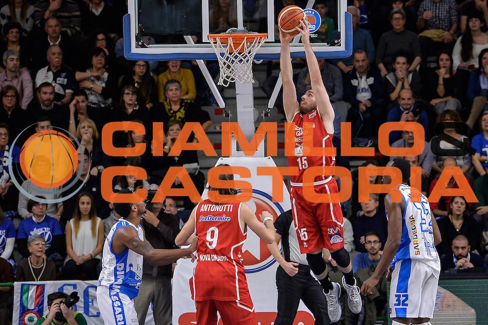 DESCRIZIONE : Sassari LegaBasket Serie A 2015-2016 Dinamo Banco di Sardegna Sassari - Giorgio Tesi Group Pistoia<br /> GIOCATORE : Aleksander Czyz<br /> CATEGORIA : Schiacciata Sequenza Controcampo<br /> SQUADRA : Giorgio Tesi Group Pistoia<br /> EVENTO : LegaBasket Serie A 2015-2016<br /> GARA : Dinamo Banco di Sardegna Sassari - Giorgio Tesi Group Pistoia<br /> DATA : 27/12/2015<br /> SPORT : Pallacanestro<br /> AUTORE : Agenzia Ciamillo-Castoria/L.Canu