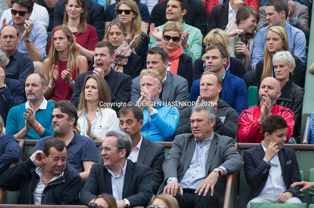 Andy Murray Team in der Spielerloge,L-R. Vater William,Ehefrau Kim,Physio Mark Bender,Matt Little und Coach Jamie Delgado, dahinter rechts Mutter Judy,Familie,Eltern,Herren Finale, Endspiel,<br /> <br /> Tennis - French Open 2016 - Grand Slam ITF / ATP / WTA -  Roland Garros - Paris -  - France  - 5 June 2016.