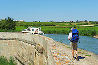 France, Aude (11), Paraza, canal du Midi classé Patrimoine Mondial de l'UNESCO, le pont-canal de Répudre, premier pont-canal construit en France // France, Languedoc-Roussillon, Aude (11), Paraza, canal bridge of Répudre, first canal-bridge build in France